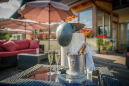 Champagner auf der Terrasse im Hotel Berghof