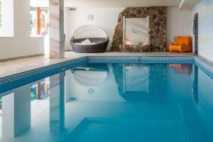 Hallenbad im Hotel Berghof